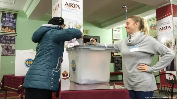 A choice between EU and Russia in bad-movie Moldova vote