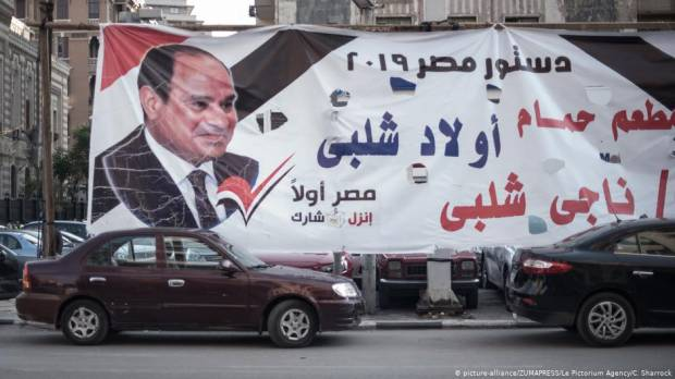 Egyptians vote in referendum with only one obvious choice
