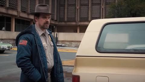 Mobil Hopper Ada di Lokasi Syuting Stranger Things 4, Pertanda Dia Masih Hidup?