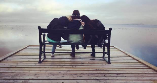 Jadilah Teman Curhat yang Baik Kalau Temanmu Lagi Galau