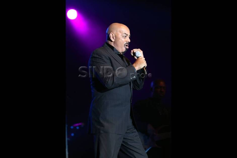 Dibuka James Ingram, Julio Iglesias tampil memukau fans-0