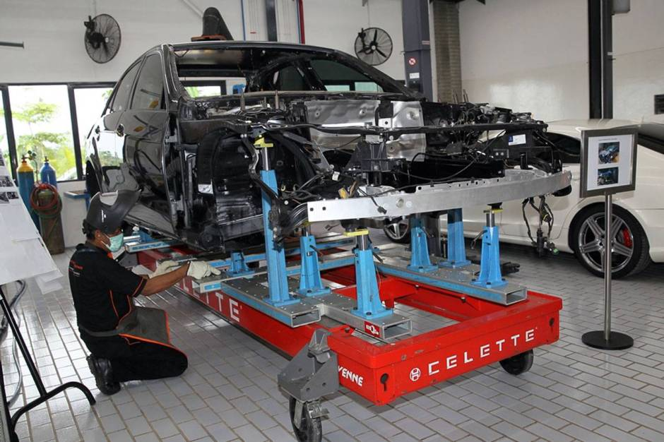 Mercedes Benz Resmikan Fasilitas Body dan Paint Centre-2