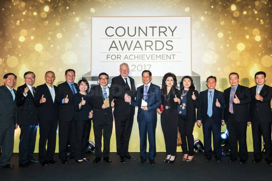 BCA Terima Penghargaan Best Asian Bank-0