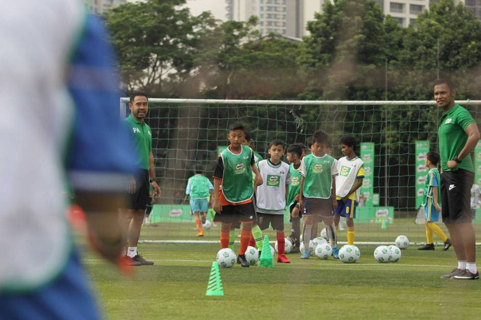 Pelatih FCBEscola Latih Peserta MILO Football Clinic Day-2