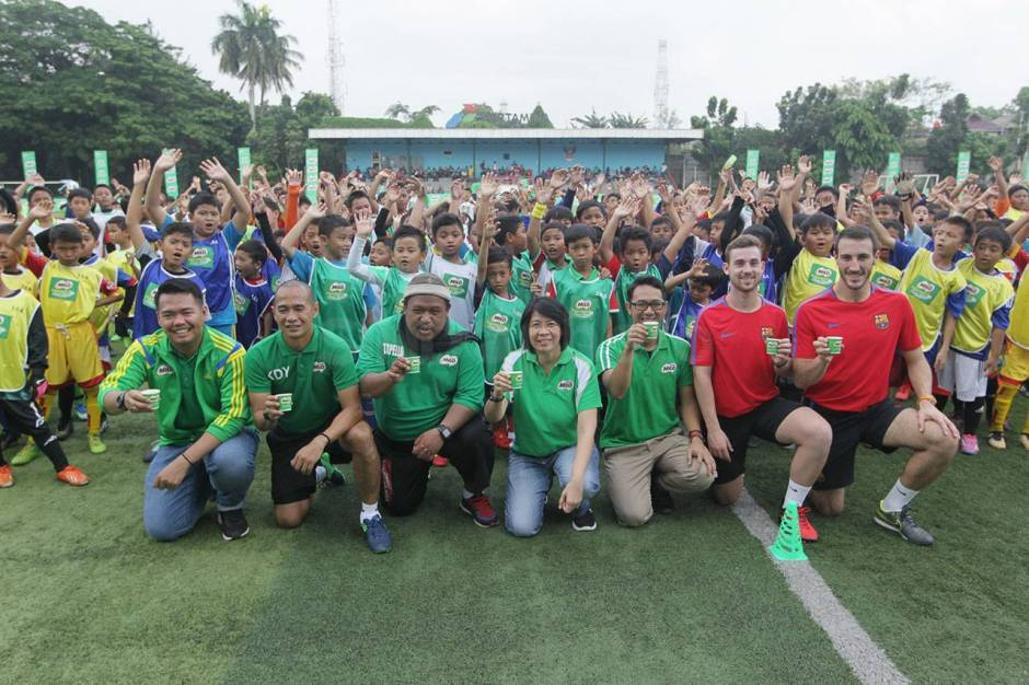 Pelatih FCBEscola Latih Peserta MILO Football Clinic Day-3