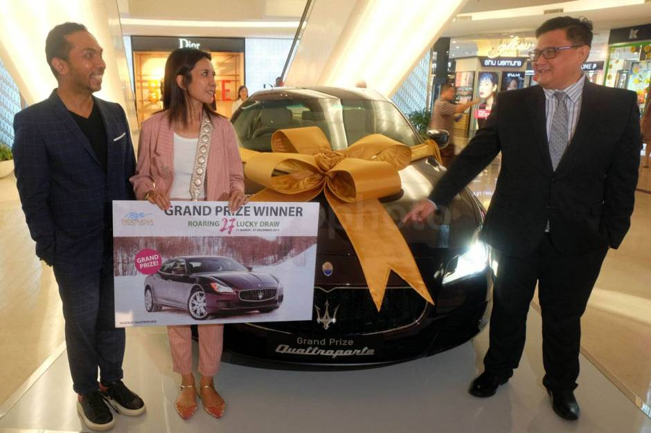 Plaza Indonesia Serahkan Hadiah Program Roaring 27 Grand Draw Maserati-4