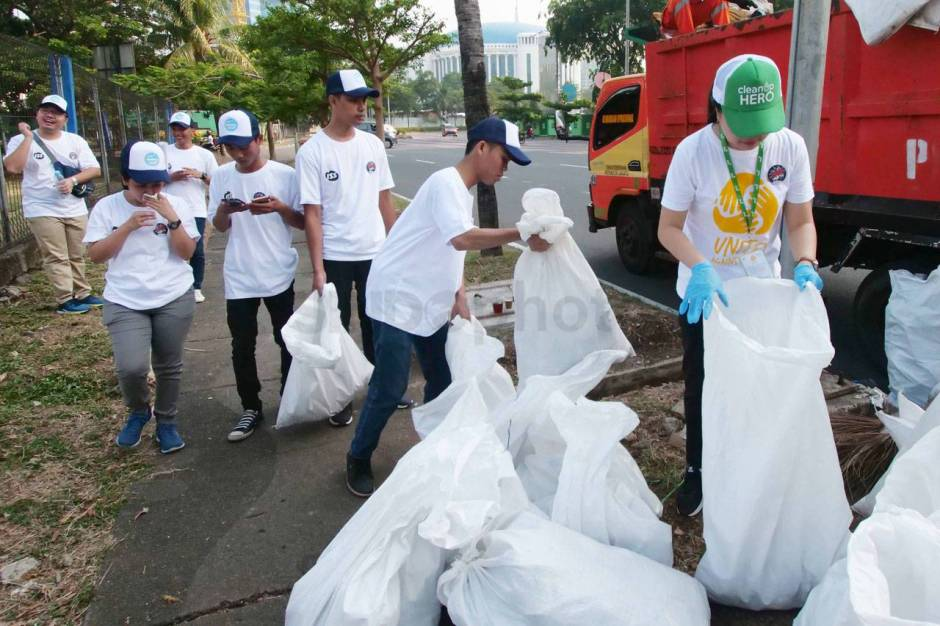 World Cleanup Day, Ratusan Peserta Gelar Aksi Pungut Sampah-0