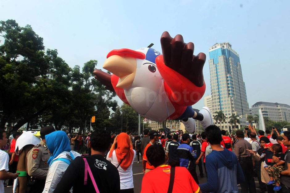 Parade Balon Raksasa Momo Asian Para Games 2018-6
