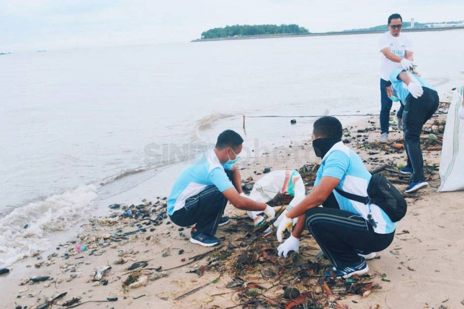 Aksi Beach Clean Up di Pantai Sepinggan Balikpapan-1