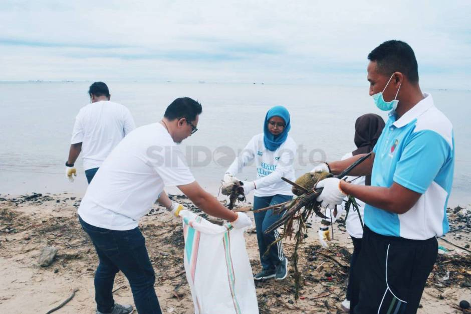 Aksi Beach Clean Up di Pantai Sepinggan Balikpapan-3