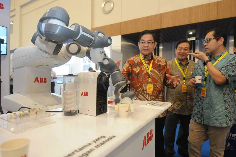 Robot YuMi Sajikan Kopi di Indonesia Industrial Summit-3