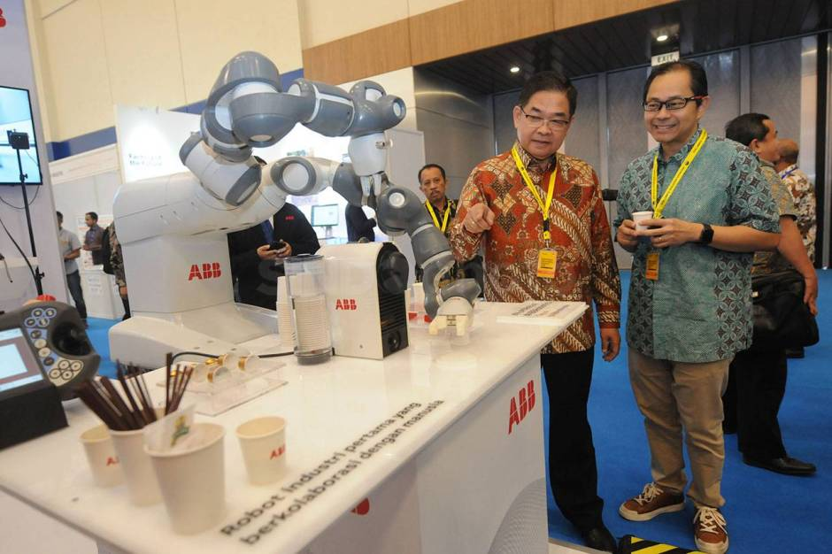 Robot YuMi Sajikan Kopi di Indonesia Industrial Summit-4