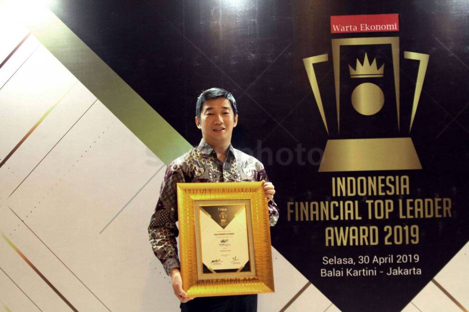 WOM Finance Raih Penghargaan Indonesia Financial Top Leader 2019-2