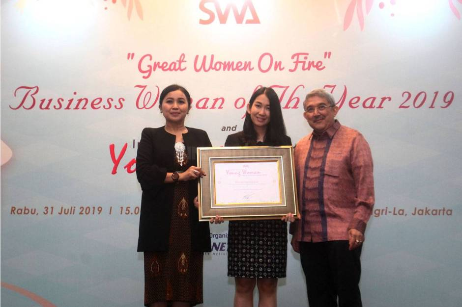 DBS Indonesia Raih Indonesia Young Women Future Business Leader 2019-4