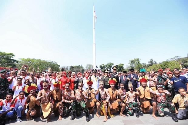 Upacara HUT RI, Gubernur-Pangdam-Kapolda Menari Bersama Warga Papua