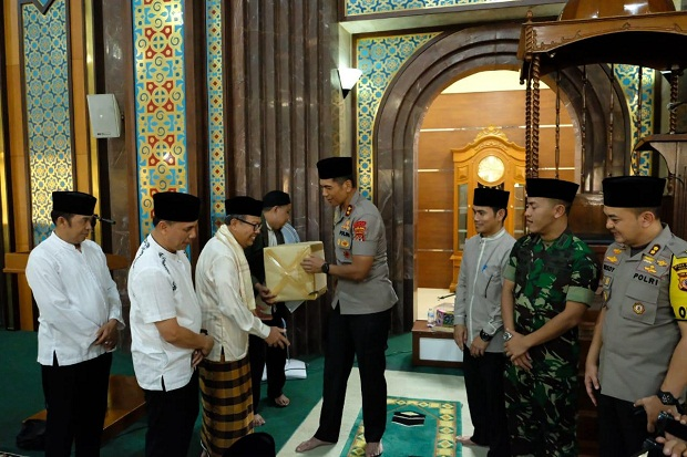 Kapolda Jabar Reuni dengan Guru dan Teman Sekolah di SMAN 13 Bandung