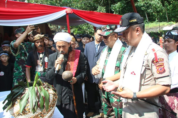 Kapolda-Pangdam Jadi Warga Kehormatan Waruka Sukabumi Padjadjaran