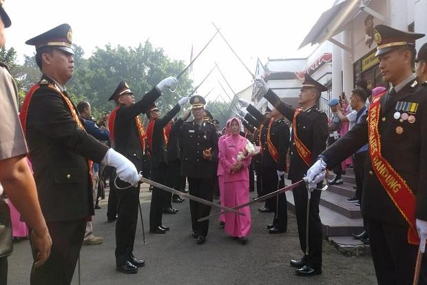 Naik Pangkat, Ratusan Polisi Push Up-Squat Jump di Mapolrestabes