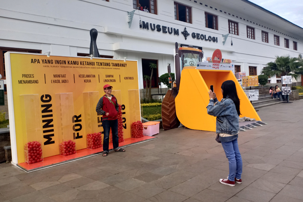 Indonesian Mining Association (IMA) menggelar Mining for Life (Tambang untuk Kehidupan) di Museum Geologi, Jalan Jenderal Sudirman, Kota Bandung