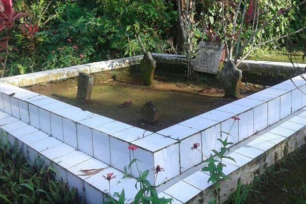 Makam Eyang Syahbandar berdampingan dengan makam istrinya Nyi Raden Kendan di sekitar kompleks Pasar Domba, Desa/Kecamatan Wanayasa, Kabupaten Purwakarta. Foto/SINDOnews/Asep Supiandi