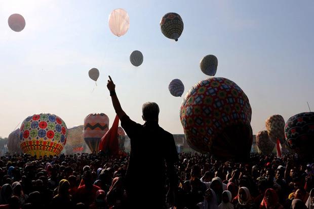 Syawalan, 105 Balon Udara Hiasi Langit Pekalongan