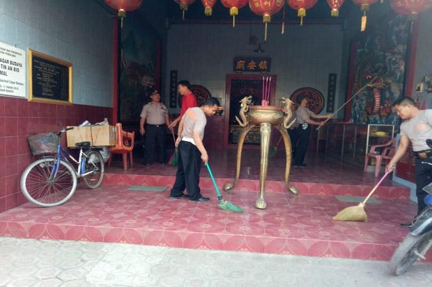 HUT ke-73 Bhayangkara, Polisi Pemalang Bersihkan Tempat Ibadah