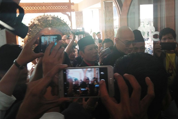 Foto-Foto Prosesi Deddy Corbuzier Masuk Islam di Ponpes Ora Aji Sleman