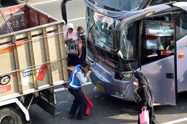 7 Kendaraan Kecelakaan Karambol di Tol Krapyak-Jatingaleh Semarang