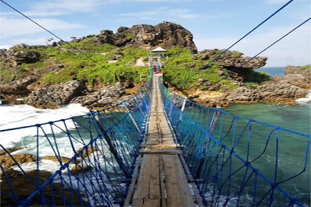 Empat Pantai di Gunungkidul Ini Miliki Jembatan Gantung
