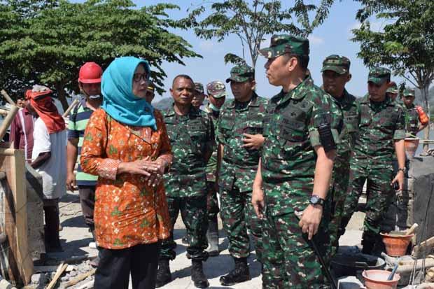 Cuaca Kurang Bersahabat, Prajurit TNI Tetap Semangat