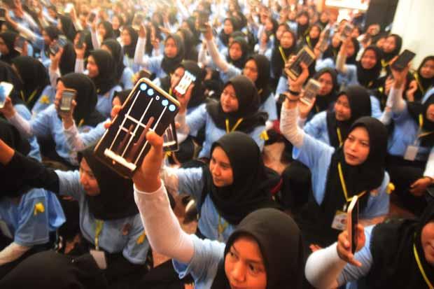 2.670 Mahasiswa Nyanyi Lagu Nasional dengan Musik Tradisional