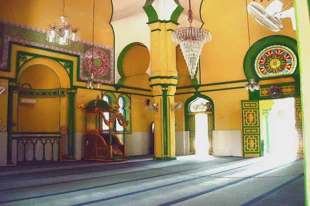 Cantiknya Struktur Masjid Al-Osmani Medan dan Makam 5 Raja Deli