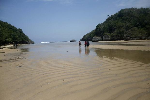 Libur Lebaran, Nikmati Keindahan Terselubung Pantai Tiga Warna