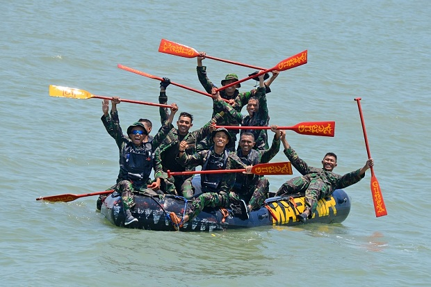 Tim Dayung Brigif 2 Marinir Laksanakan Try Out di Selat Madura