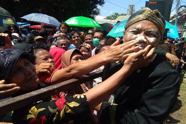 Air Jamasan Gong Pradah Blitar Dipercaya Bikin Awet Muda