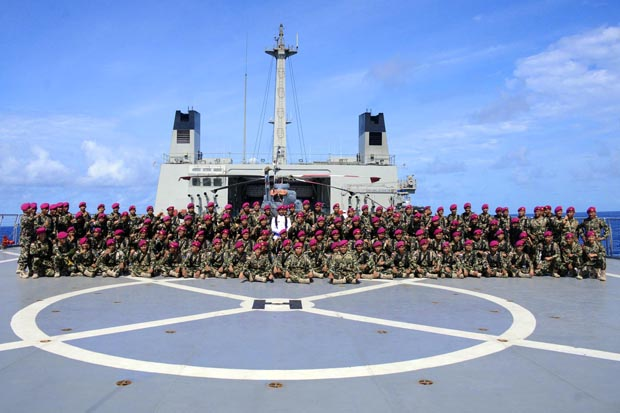 Saat Sang Saka Merah Putih Berkibar di Samudera Pasifik