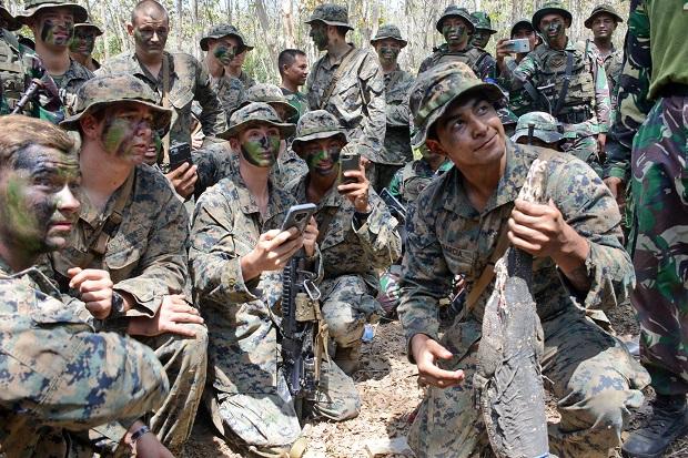 Marinir Indonesia Ajari Marinir Amerika Cara Bertahan Hidup