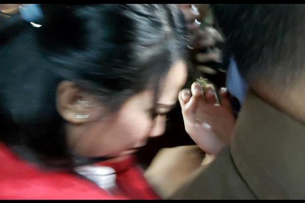 Divonis Lima Bulan, Tangis Vanessa Angel Pecah di Pengadilan