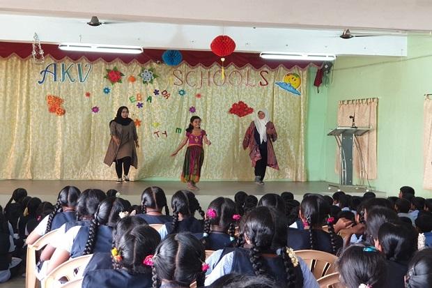 Guru SD Mojorejo, Kenalkan Budaya Indonesia di India