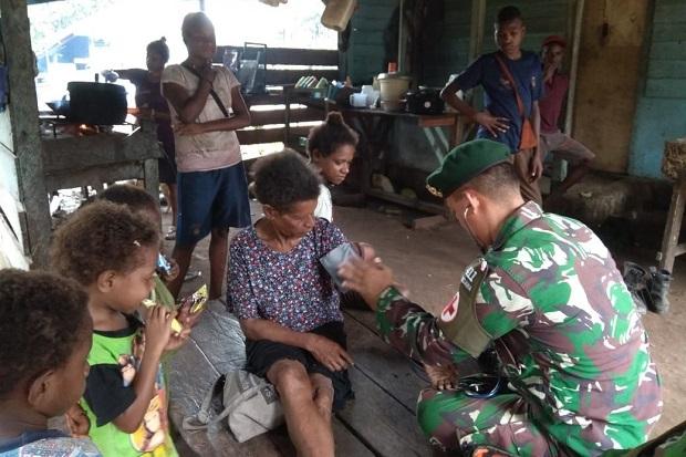 Patroli Kesehatan, Prajurit Kostrad Sisir Perbatasan di Papua