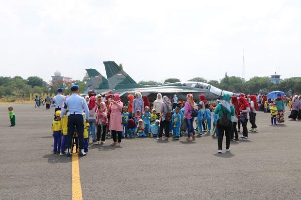 Anak-anak Banjiri Calon Pangkalan Sukhoi SU-35, Ada Apa?