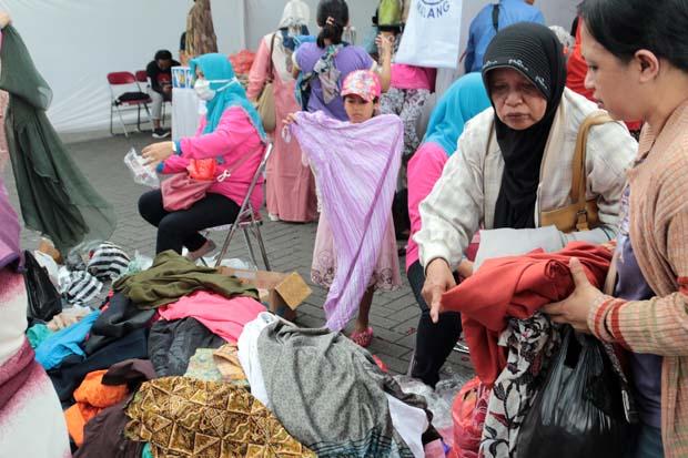 Baju Bekas Masih Jadi Idola di Pasar Murah Ramadhan