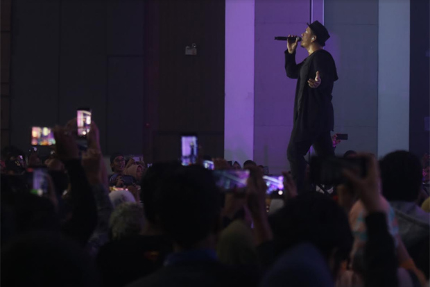 Cerita Foto: Konser Larut Dalam Harmony Hipnotis Warga Makassar