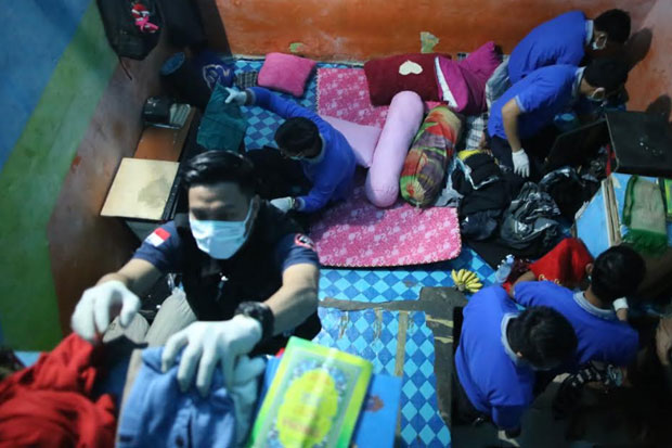 Cerita Foto : Cegah Peredaran Narkoba, Rutan Makassar Disidak
