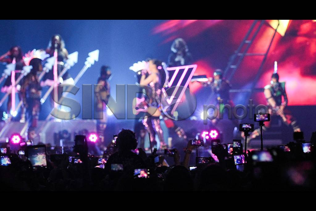 FOTO: Aksi Katy Perry dalam Konser Prismatic World...